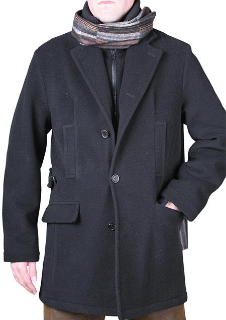pánský zimní vlněný plášť s klopou.zapínání na tři knoflíky. vsadka s úpletovým stojáčkem,spodní lkapsy s patkou ,horní lištové kapsy.zadní díl členěný s rozparkem, plášt´je ozdobně prošitý. H70810