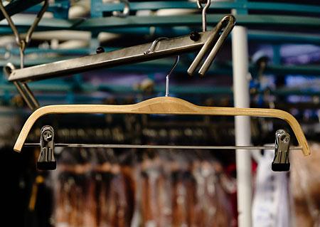 Šatní ramínko - dřevěné, s klipy - 38cm Y70240 HN2