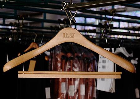 Šatní ramínko - dřevěné, oblekové Z30058 HN2
