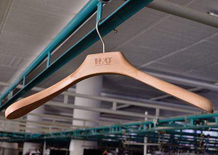 Šatní ramínko - dřevěné, pánské sakové - 47cm Z30059 HN2