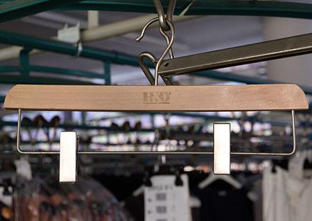 Šatní ramínko - dřevěné, s klipy - 39cm Z30062 HN2